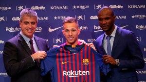 Arthur é apresentado no Camp Nou. Foto: Reuters