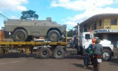Militares brasileiros negociam recuo de tanques venezuelanos na fronteira