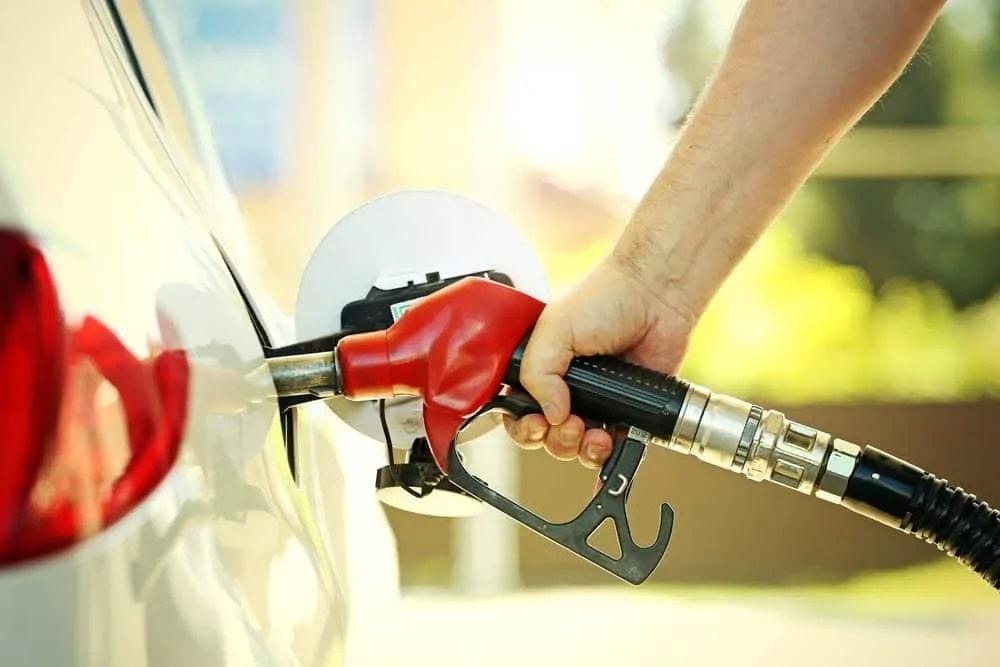 Petrobras anuncia 5º aumento na gasolina em 2 meses; alta de 40% em 2021