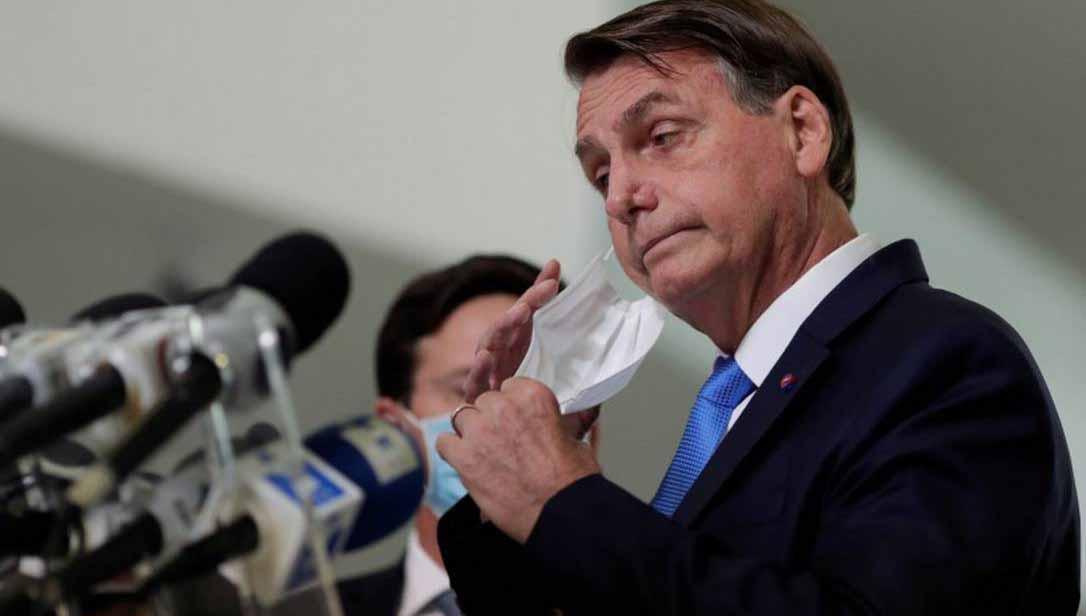 """Ministro militar sobre 'golpe': """"Se Bolsonaro tentar, não leva 3 soldados"""""""