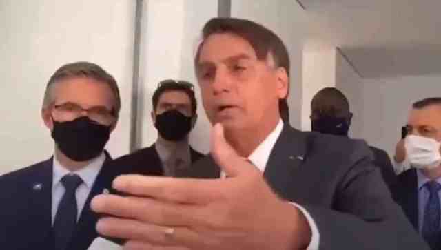 Bolsonaro manda jornalista calar a boca
