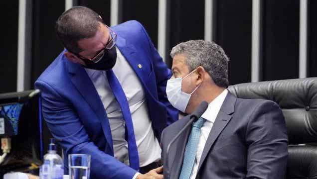 Impeachment de Bolsonaro 'vai esquentando', diz vice da Câmara
