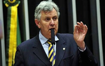 Senador governista ligou para diretora da Precisa