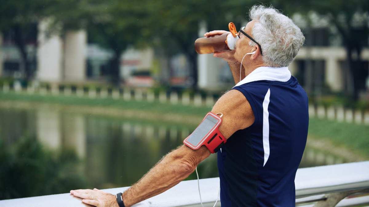 Hidratação durante uma maratona. Você está fazendo certo?
