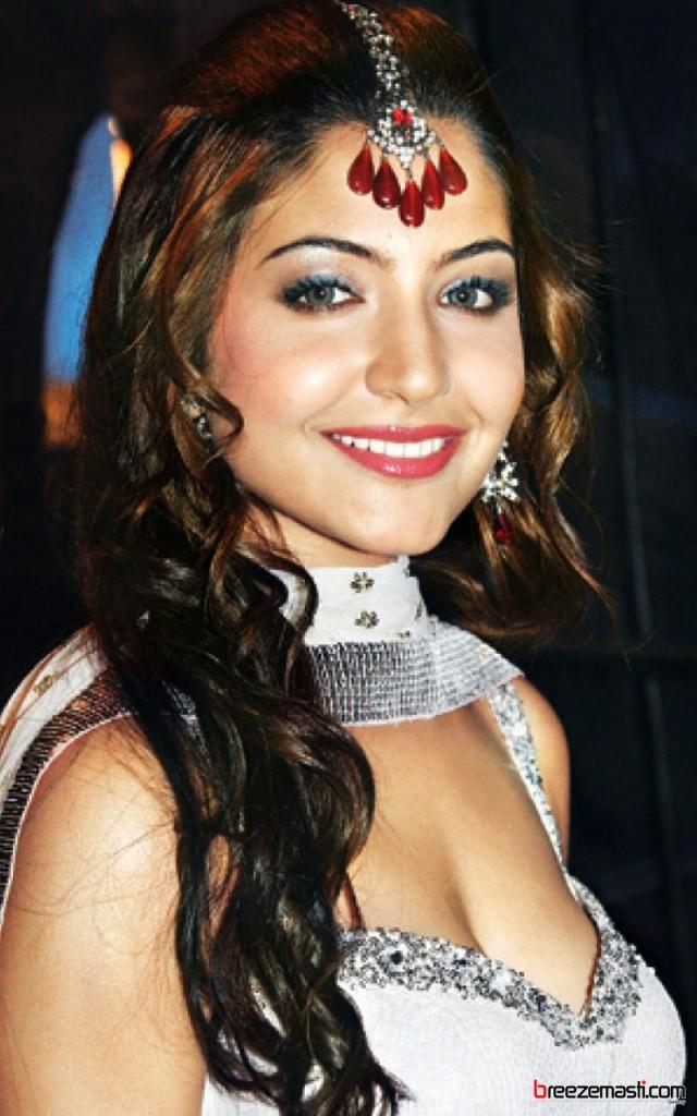 Anushka Sharma Bra Size