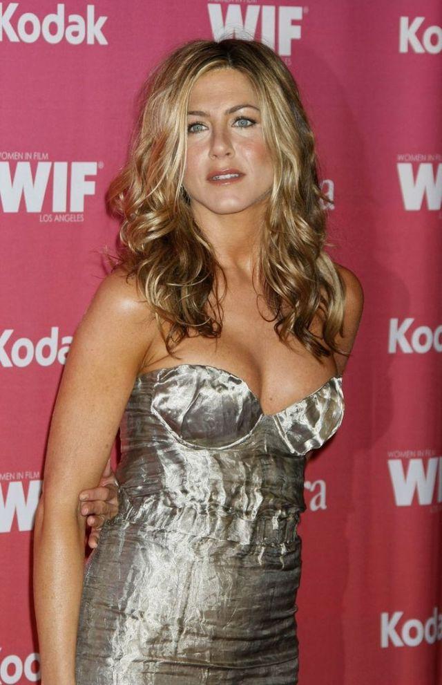 Jennifer Aniston Body Measurements Celebrity Bra Size
