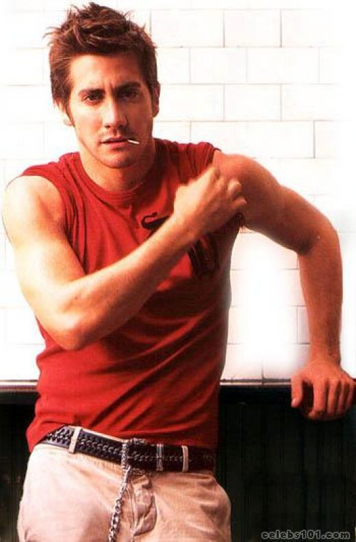 Jake Gyllenhaal Chest and Biceps Size