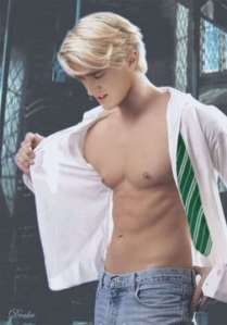 Tom Felton Chest and Biceps Size
