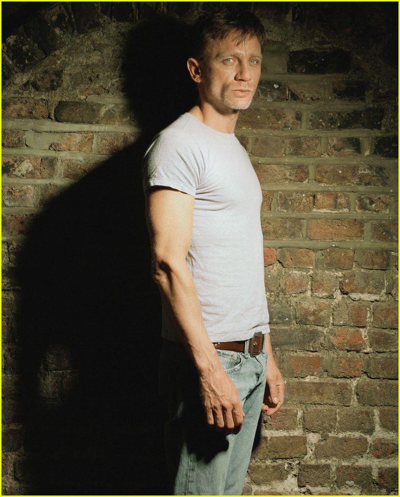 Daniel Craig Biceps Size