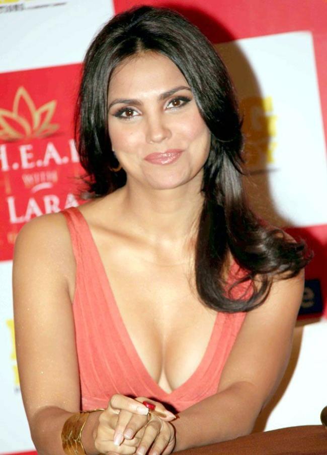 Lara Dutta Bra Size