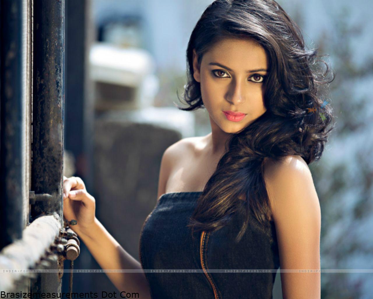 Pratyusha Banerjee Bra Size