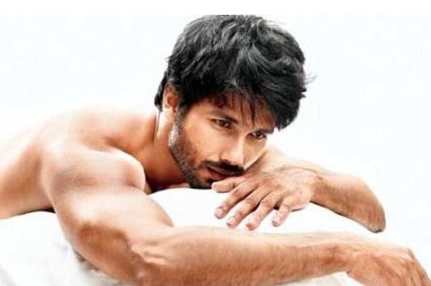 Shahid Kapoor Biceps Size