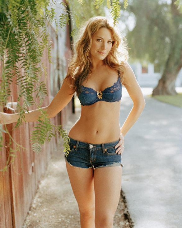 Erica Durance Bra Size