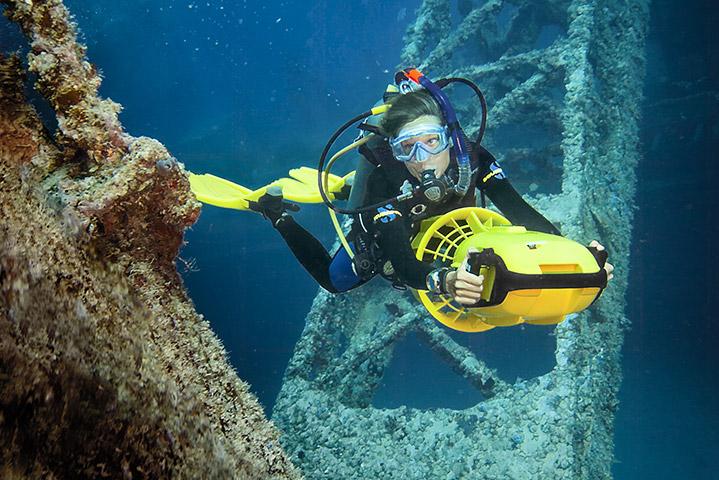 Diver Propulsion Vehicle Diver (Photo Credit - PADI)