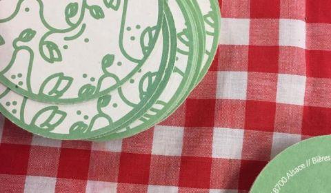 StrasBier Fest photo des nouveaux sous-bocks de la Brasserie du Vallon sur la nappe rouge