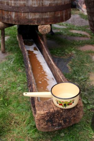 Cuve de brassage estonienne en bois pour faire de la farmhouse ale locale, le koduolu - LesCoureursDesBoires.com