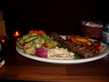 Berlim: ótimos kebabs como este, no prato, em um restaurante turco
