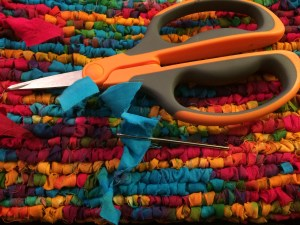 How to Locker Hook_Weaving in Yarn Tails
