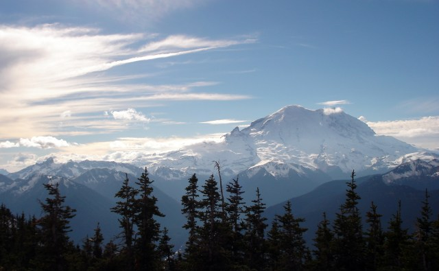 mt rainier view from crystal