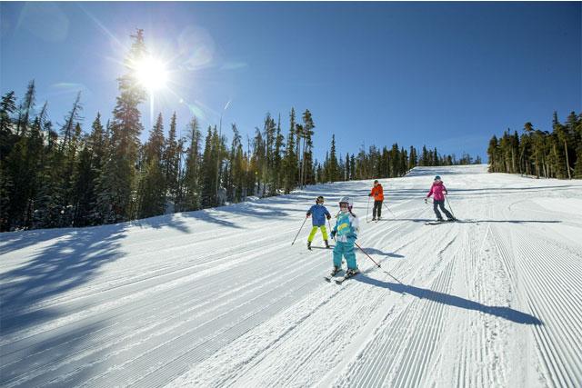 family skiing keystone