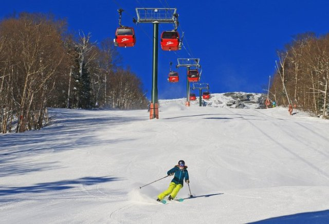 skiing under the stowe gondola