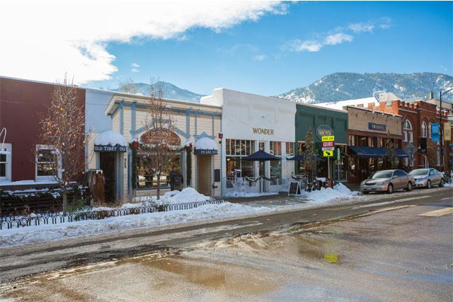 pearl-street-mall-in-winter-boulder-colorado