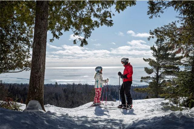 family-skiing-at-lutsen-mountains
