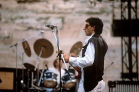 Mondadori Portfolio via Mondadori via Getty Images Franco Battiato prima di un concerto all'Arena di Verona negli anni 80