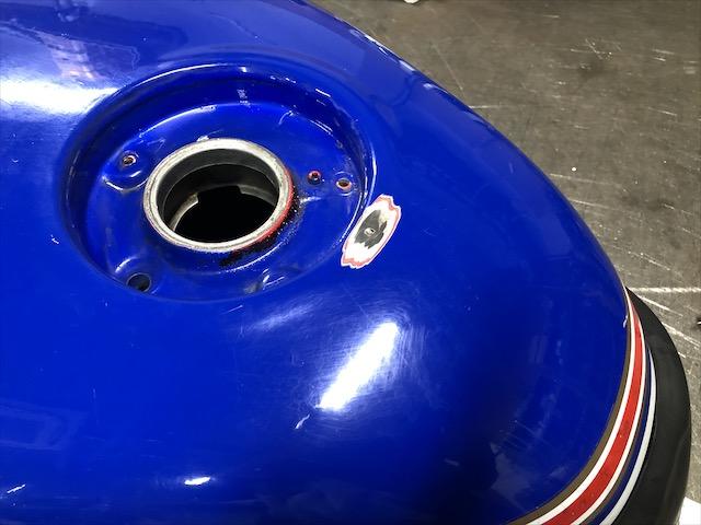 バイク用燃料タンク 穴埋め修理