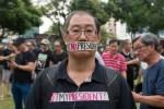 女總統不戰而勝 新加坡民眾不滿示威