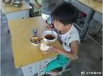 女童午餐只吃「饅頭沾菜汁」 背後原因讓人好心疼