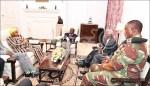 辛巴威政變後 穆加比畢典露臉