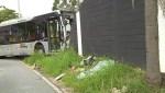 聖保羅市公車失控 撞破科林蒂案斯俱樂部外牆