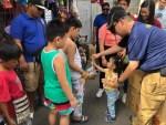 菲華義消歲末年終濟貧 近200位弱勢孩童受惠