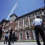 日藍色脈衝飛行表演隊首次在東京都心上空表演向醫護人員致謝