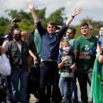 巴西被親密盟友特朗普列入禁止入境名單,總統卻繼續煽動群眾集會