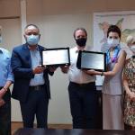 巴西華僑緊急援助志工小組和巴西華人協會前往聖市衛生局會議暨致送感謝狀