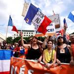 反對健康通行證 法國逾20萬民眾上街抗議