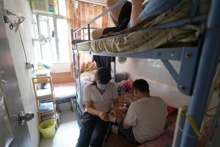 香港的經濟和民生問題一直在深層次矛盾中扮演很重要的角色,住房問題是其中影響香港發展最突出和最迫切的重中之重。