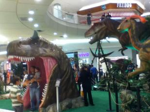 A dinosaur exhibition at the fancy mall (Barigui)