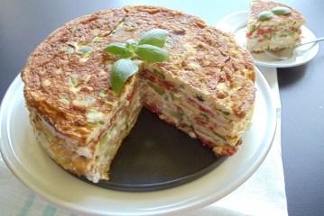 Bolo de omelete com legumes