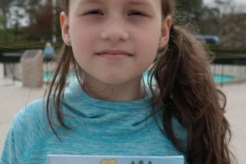 """Filha de brasileiros lança livro infantil e """"viraliza"""" na internet"""