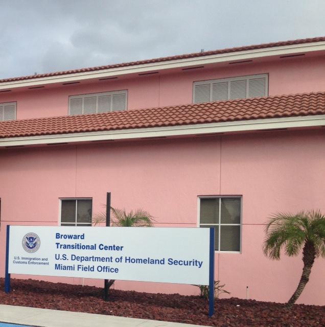 Centro de Detencao Broward Imigrantes detidos pelo ICE desaparecem durante surto de coronavírus