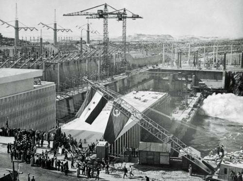 Photo: Reddit Pics, Soviet & Egypt celebration of building of Aswan High Dam