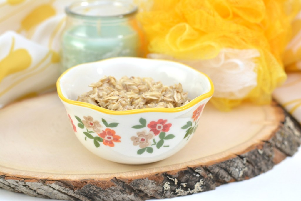 DIY Oatmeal Mask with Honey To Soothe Dry Skin