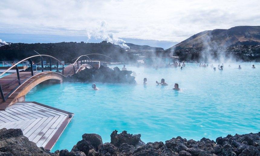 sh_497026894-Blue-Lagoon-Iceland-2000x1200