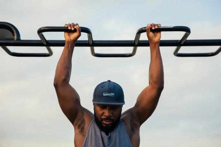 As elevações são um excelente exercício, quer seja para ginásio ou para treino outdoor