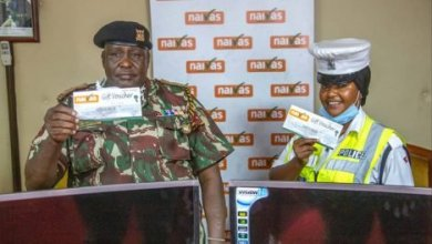 Photo of Two Kenyan Cops Awarded After Showing Kindness During Curfew
