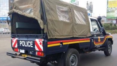 Photo of Policemen Raid Chinese Nairobi Mansion