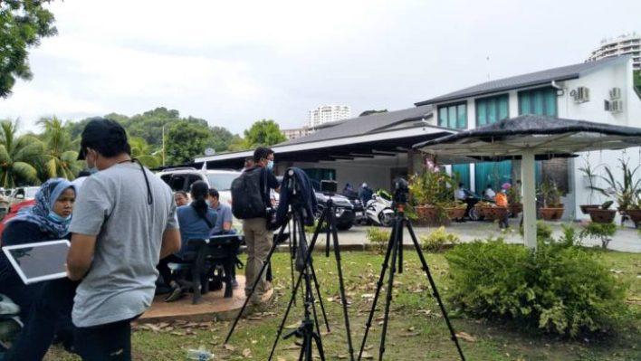 民兴党+阵营州议员周一早上开始陆续前往沙菲益位于斗亚兰路的府邸